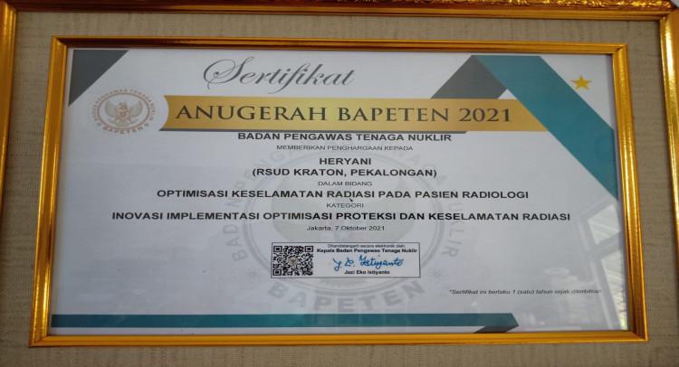 penyerahan-penghargaan-anugerah-bapeten-2021